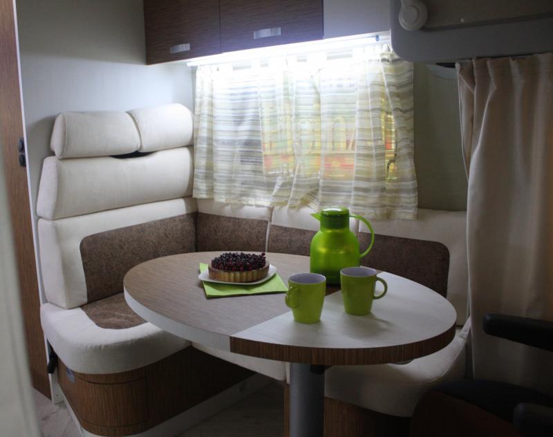 137_w_h_Wingamm-Oasi-690-Garage-S-Comfort-zone_6-dinette
