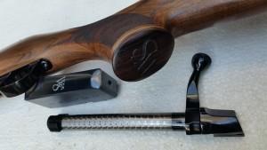 W&S EMPIRE detal zaveru, zasobniku a pistolove rukojeti